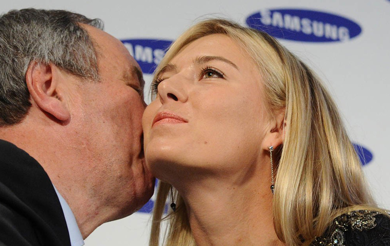 Шамиль Тарпищев целует Марию Шарапову